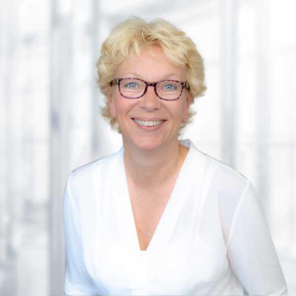 Elke Gerstner, Sekretariat